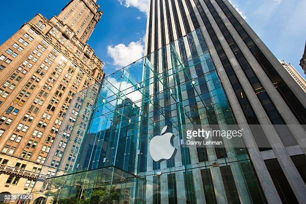 apple store on fifth avenue, new york - apple computers stock pictures, royalty-free photos & images
