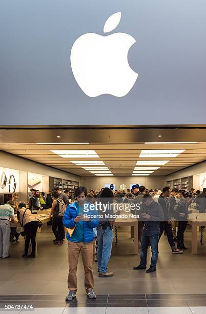 Apple store People visiting the Apple StoreThe Apple Store is a chain of retail stores owned and operated by Apple Inc dealing with computers and...