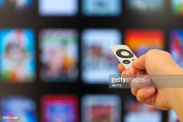 apple tv - film oder fernsehvorführung stock-fotos und bilder