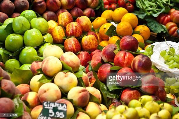 Apples and peaches in the la Boqueria marketplace