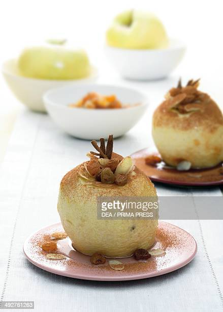Apples in Vin Santo sprinkled with cocoa