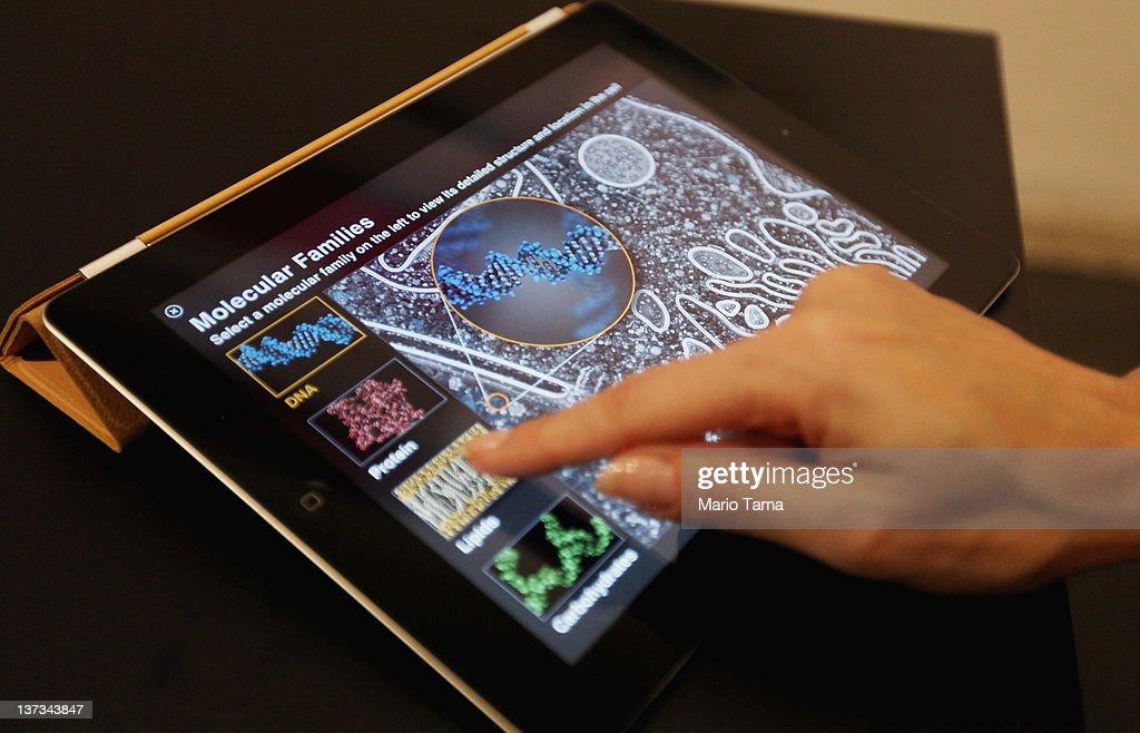 Apple Announces Digital Textbooks Service At Guggenheim : News Photo