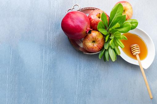 Apples, pomegranate and honey for Rosh Hashanah 1018159740