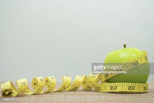 apples with measuring tape. - メートル ストックフォトと画像