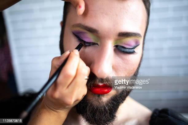 schminken, künstler - geschlechtsdiskriminierung stock-fotos und bilder