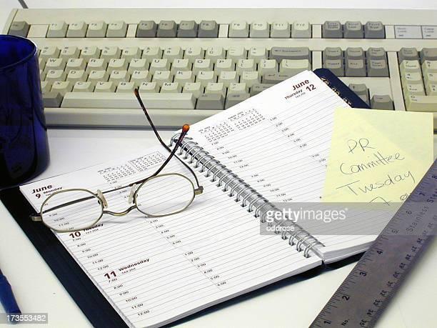 calendrier de rendez-vous sur un clavier - juin photos et images de collection