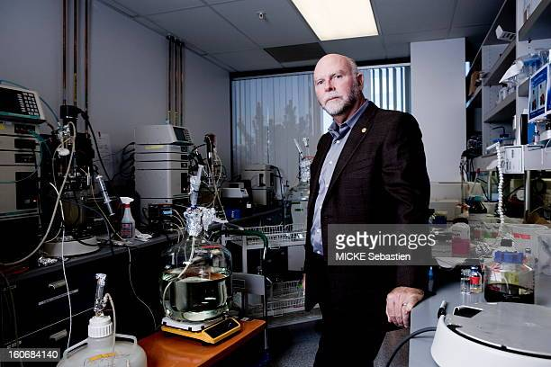 Appointment with the biologist Craig Venter Monday December 7 in the laboratory of Craig Venter Institute San Diego He arrived a DNA sequencer thanks...