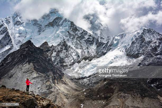 appreciating the himalaya mountain. - mt. everest stock pictures, royalty-free photos & images