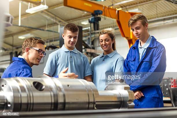 Auszubildender Machinists lernen von Ingenieur professionellen