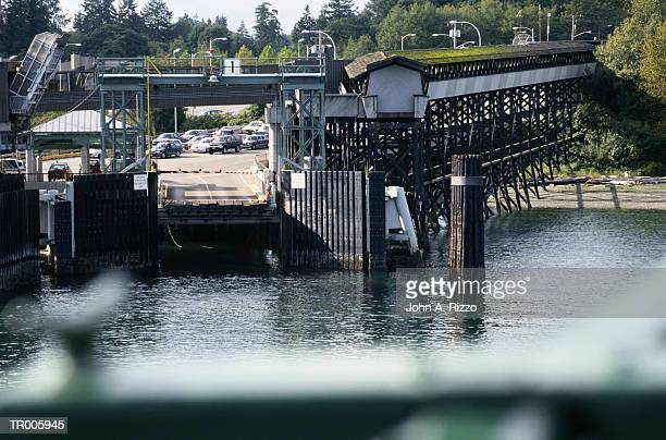 approaching ferry dock - bainbridge island stock pictures, royalty-free photos & images