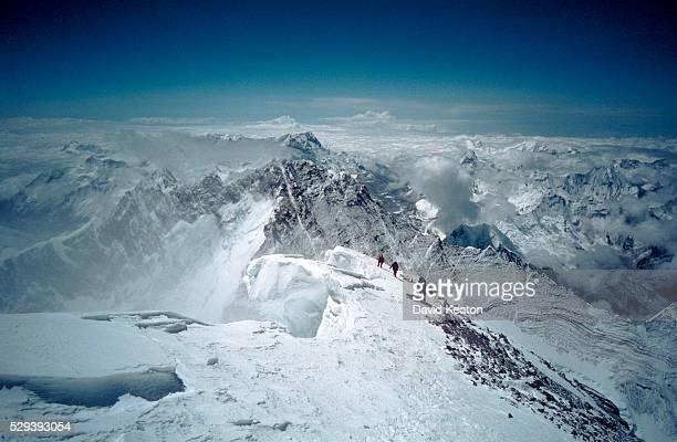 approaching the summit - mount everest - エベレスト ストックフォトと画像