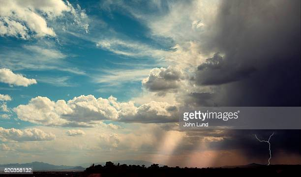 approaching thunder and lightning storm - wetter stock-fotos und bilder
