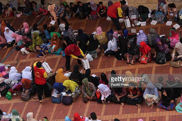 Approximately 3000 Muslims gathered at the Istiqlal mosque for Iftar on the second day of the month of Ramadan Istiqlal mosque is the largest in...
