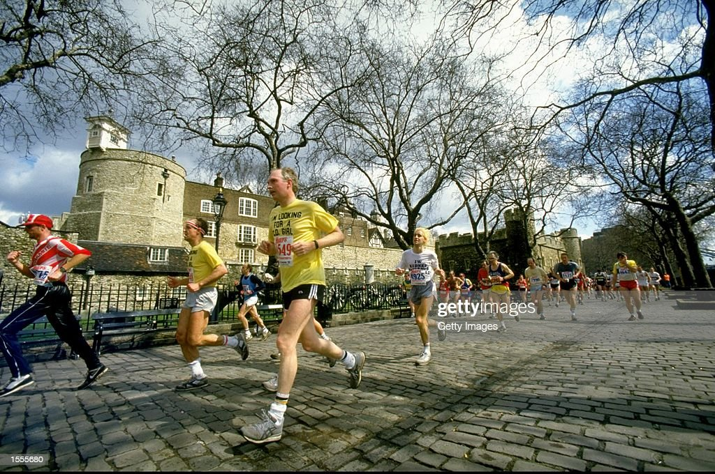 General view of competitors in action during the London Marathon. \ Mandatory Credit: Allsport UK /Allsport