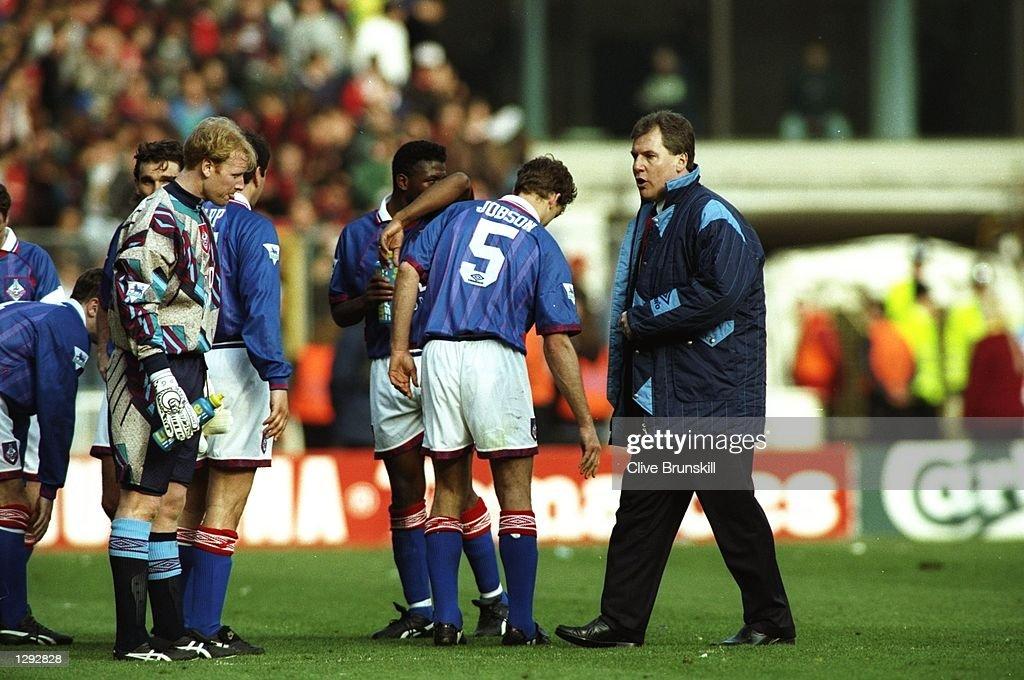 Joe Royle Manager of Oldham Athletic : News Photo