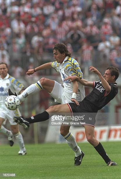 Dino Baggio of Parma takes control in midfield during the Seri A match against Vicenza at the Stadio Tardini in Parma, Italy. Parma won 3-0. \...