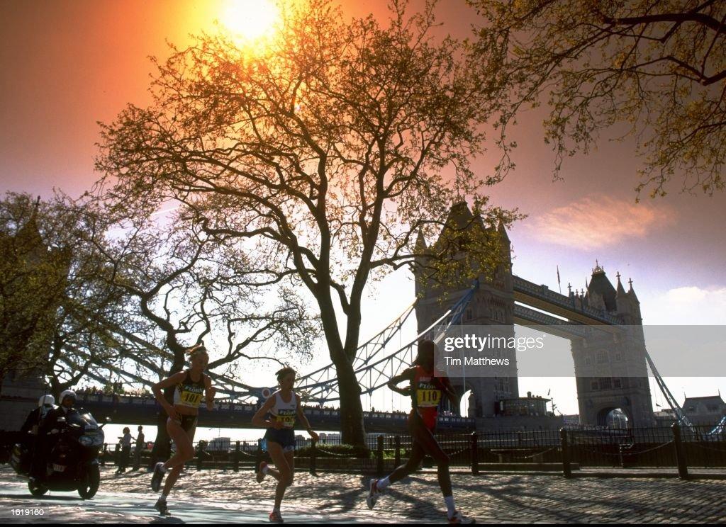 Runnders pass Tower Bridge during the London Marathon. \ Mandatory Credit: Tim Matthews /Allsport