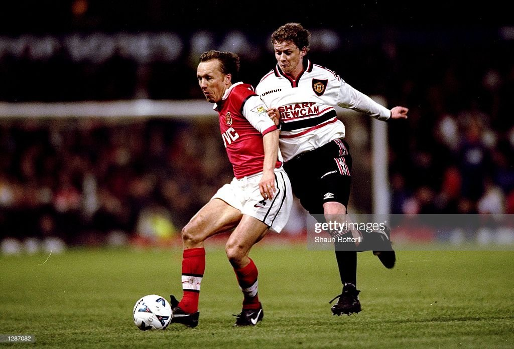 FA Cup semi-final replay Lee Dixon and Ole Gunnar Solskjaer : News Photo