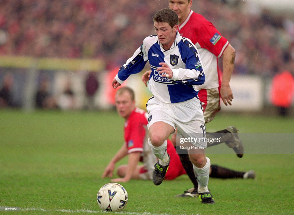 Jamie Cureton of Bristol Rovers in action : News Photo