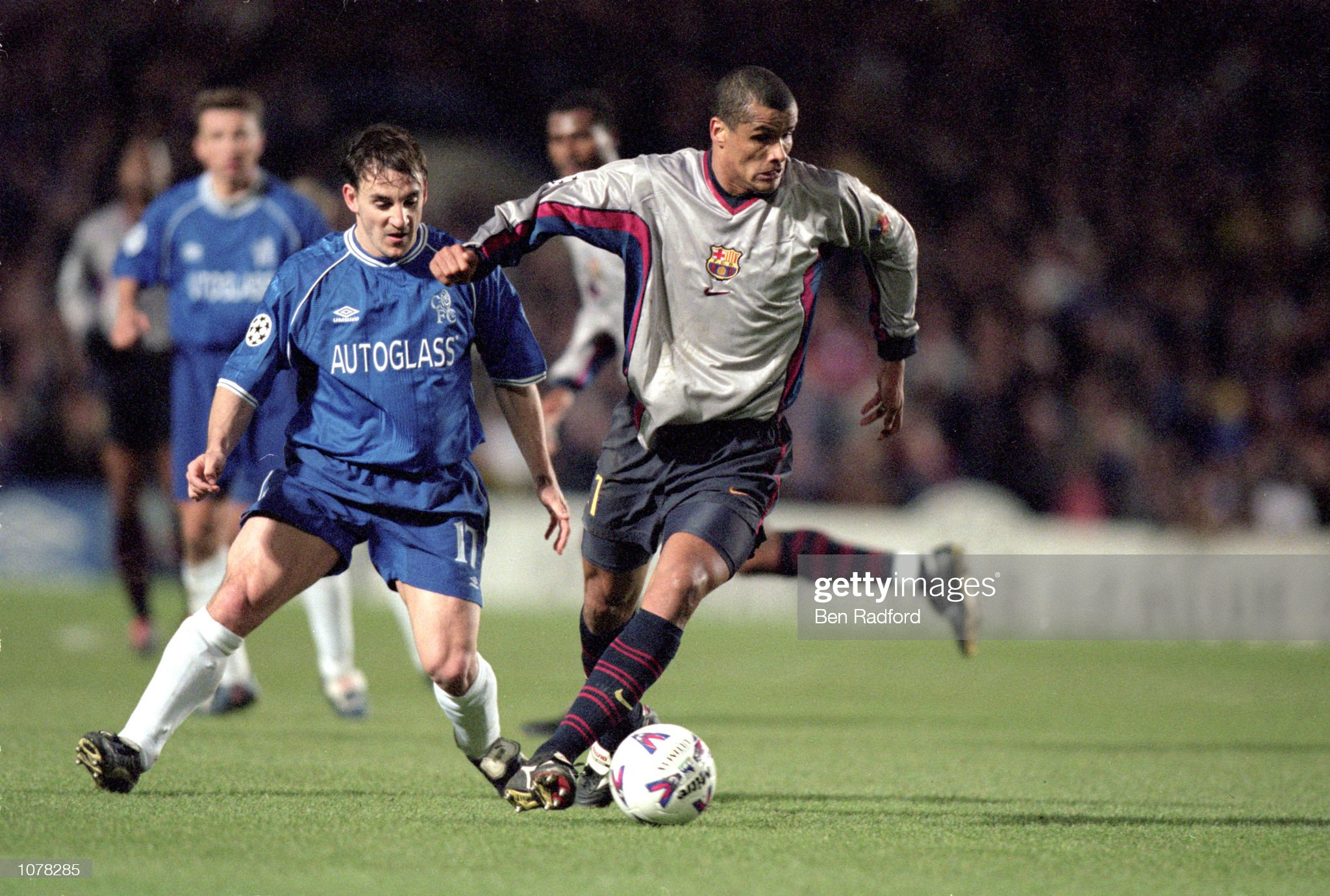 Rivaldo of Barcelona evades Albert Ferrer of Chelsea : News Photo