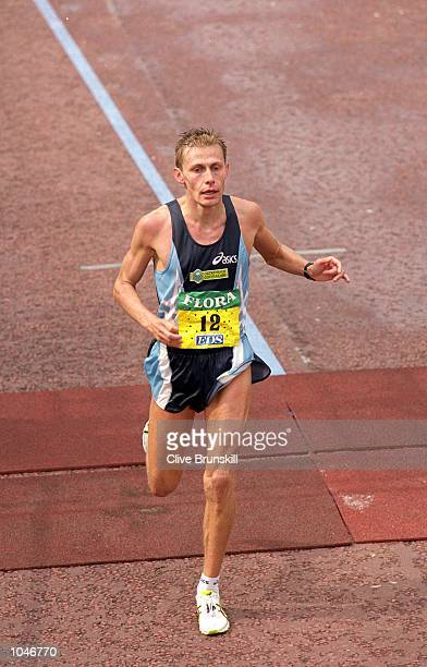 Stefano Baldini in action during the The 2000 Flora London Marathon in London Mandatory Credit Clive Brunskill /Allsport