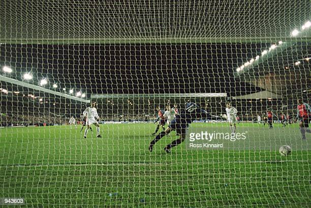 Alan Smith of Leeds United scores the second goal during the UEFA Champions League Quarter Finals first leg match against Deportivo La Coruna played...