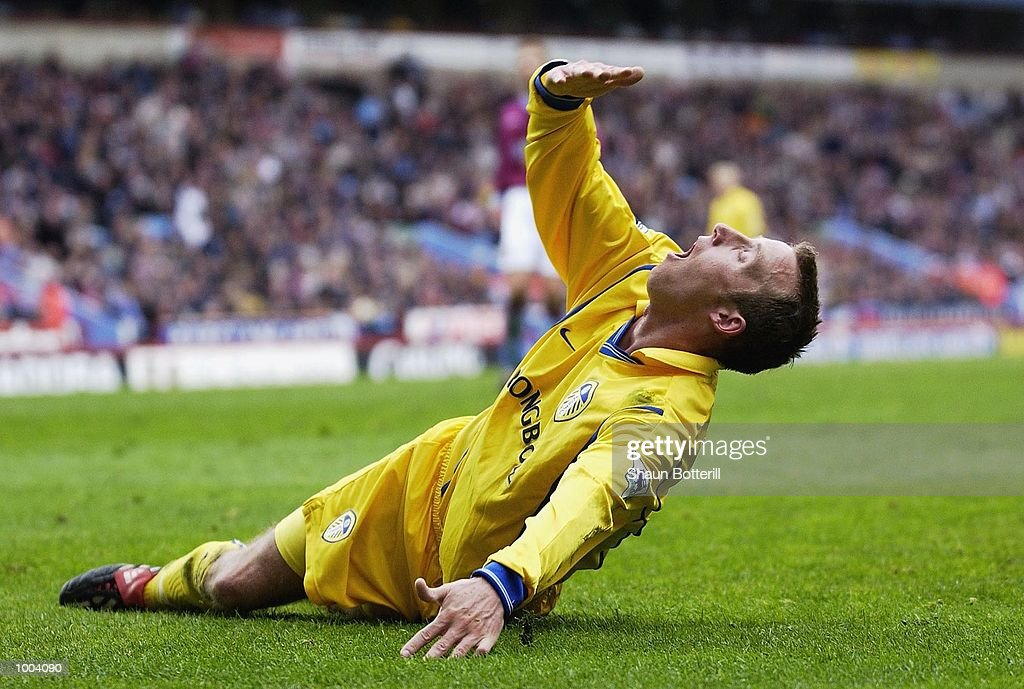 A dejected Lee Bowyer of Leeds after having a penalty appeal turned down during the FA Barclaycard Premiership match between Aston Villa and Leeds United at Villa Park, Birmingham. DIGITAL IMAGE. Mandatory Credit: Shaun Botterill/Getty Images