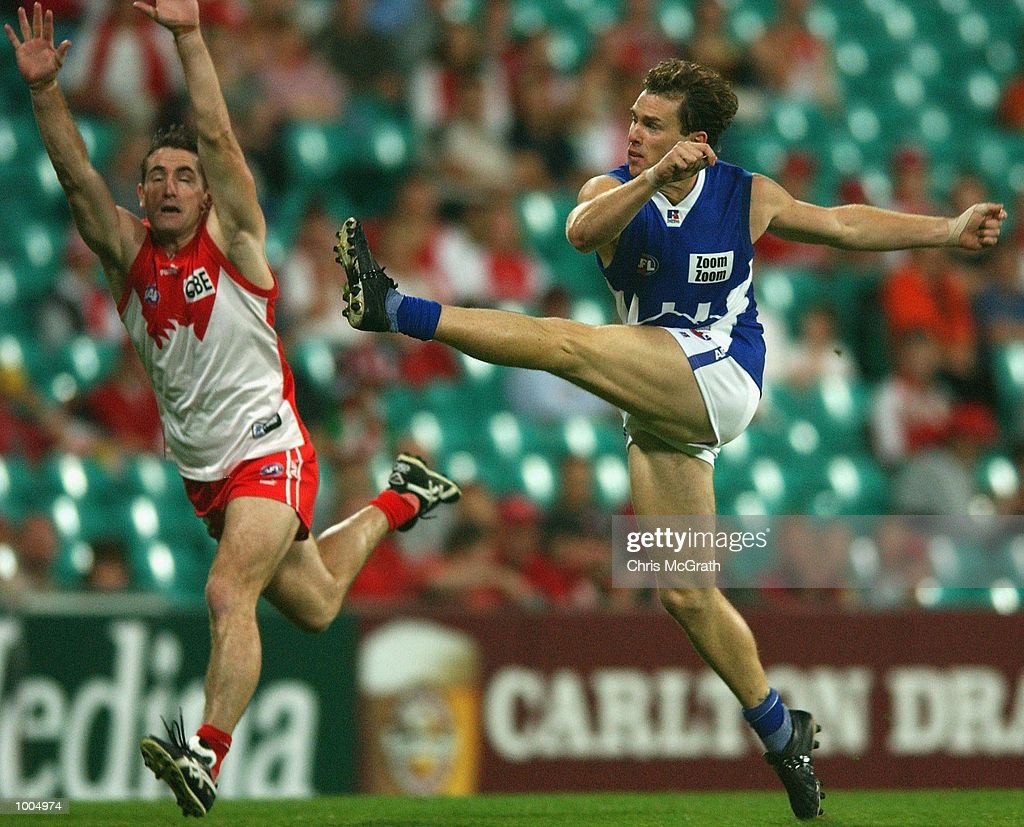 Adam Simpson #7 of the Kangaroos in action during the round 4 AFL match between the Sydney Swans and the Kangaroos held at the Sydney Cricket Ground, Sydney, Australia. DIGITAL IMAGE. Mandatory Credit: Chris McGrath/Getty Images