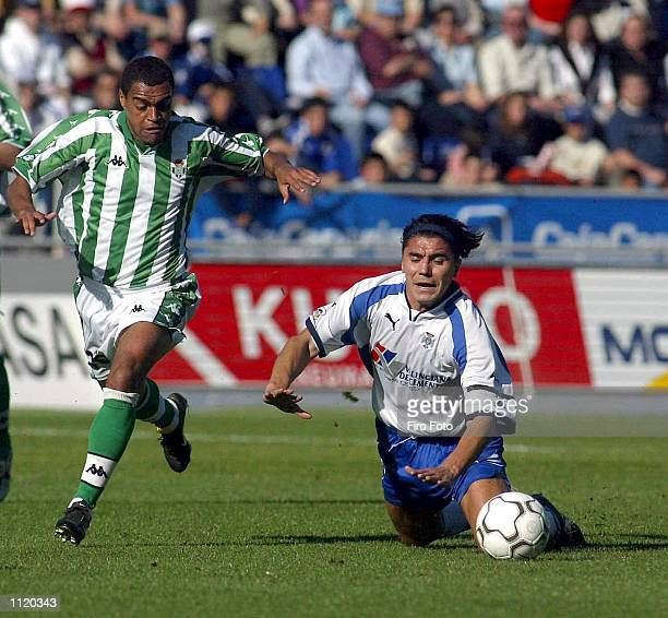 Bichi Fuertes of Tenerife and Denilson of Real Betis in action during the Primera Liga match between Tenerife and Real Betis played at the Heliodoro...