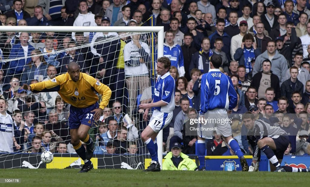 Brian Deane of Leicester celebrates scoring the first goal during the Everton v Leicester City FA Barclaycard Premiership match at Goodison Park, Everton. DIGITAL IMAGE Mandatory Credit: CLIVE BRUNSKILL/Getty Images