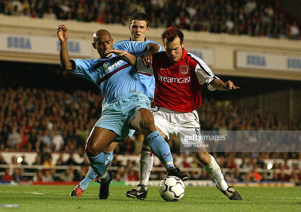 Fredrik Ljungberg of Arsenal battles for the ball with Trevor Sinclair of West Ham during the FA Barclaycard Premiership match between Arsenal and West Ham United at Highbury, London. DIGITAL IMAGE Mandatory Credit: Ben Radford/Getty Images