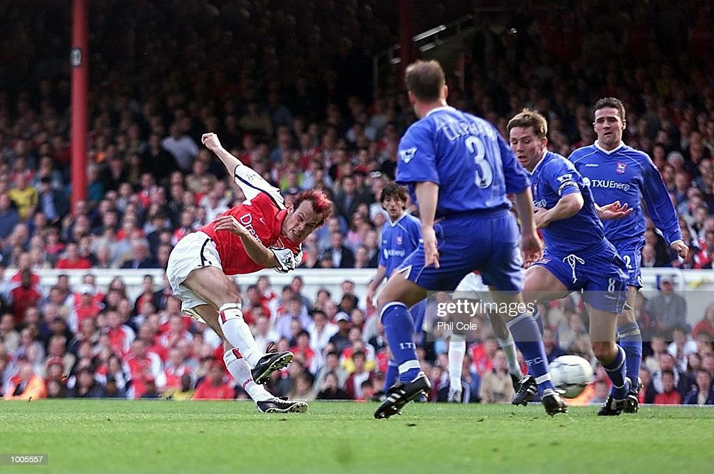Fredrik Ljungberg of Arsenal scores the first goal during the FA Barclaycard Premiership match between Arsenal and Ipswich Town at Highbury, London. DIGITAL IMAGE Mandatory Credit: Phil Cole/Getty Images