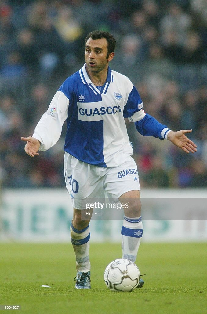 Gomez Ortiz Pablo of Alaves in action during the Primera Liga match between Barcelona and Alaves, played at the Camp Nou Stadium, Barcelona. DIGITAL IMAGE. Mandatory Credit: Firo Foto/Getty Images