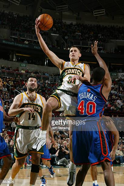 Guard Brent Barry of the Seattle SuperSonics shoots over forward Kurt Thomas of the New York Knicks during the NBA game at Key Arena in Seattle...