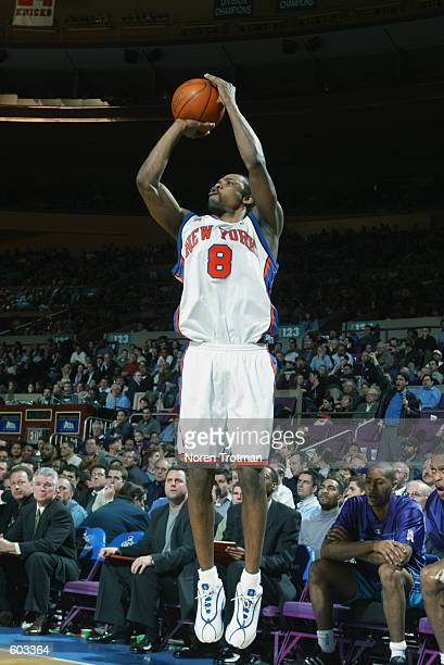 Guard Latrell Sprewell of the New York Knicks shoots a jump shot during the NBA game against the Charlotte Hornets at Madison Square Garden in New...