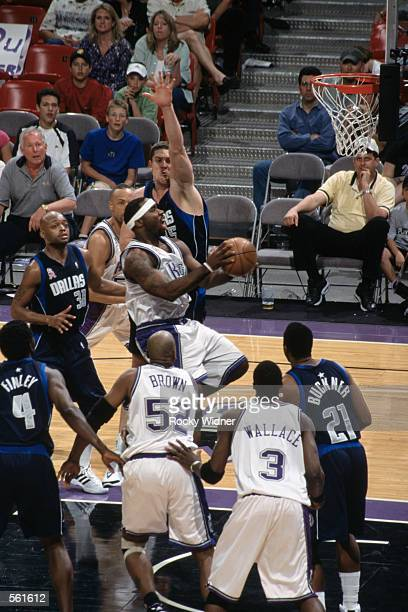 Guard Mateen Cleaves of the Sacramento Kings shoots the ball during the NBA game against the Dallas Mavericks at the Arco Arena in Sacramento,...