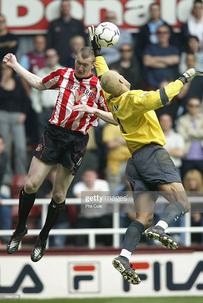 Kevin Kilbane of Sunderland challenges West Ham keeper David James to the ball in the air during the FA Barclaycard Premiership match between West Ham United and Sunderland at Upton Park, London. DIGITAL IMAGE. Mandatory Credit: Phil Cole/Getty Images