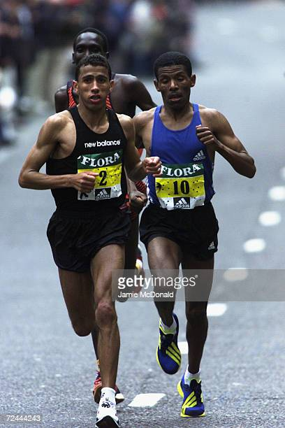 Khalid Khannouchi of the USA leads the 22nd Flora London Marathon held in London England DIGITAL IMAGE Mandatory Credit Jamie McDonald/Getty Images