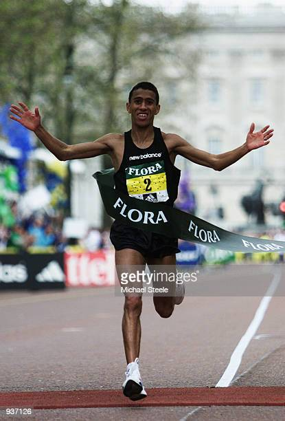 Khalid Khannouchi of the USA wins the 22nd Flora London Marathon in a new world record time of 20539 held in London England DIGITAL IMAGE Mandatory...