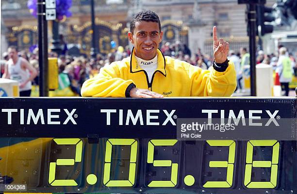 Khalid Khannouchi of USA after winning the Flora London Marathon Elite Mens and Womens races London DIGITAL IMAGE Mandatory Credit Phil Cole/Getty...