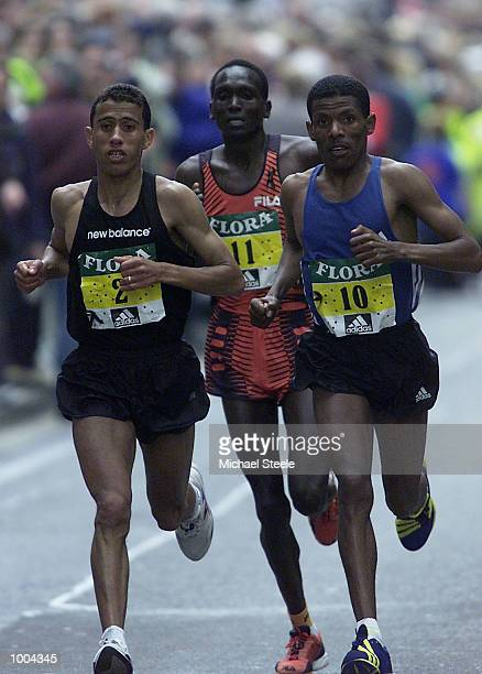 Khalid Khannouchi of USA leads Haile Gebrselassie of Ethiopia and Paul Tergat of Kenya on his way to victory in the Flora London Marathon Elite Mens...