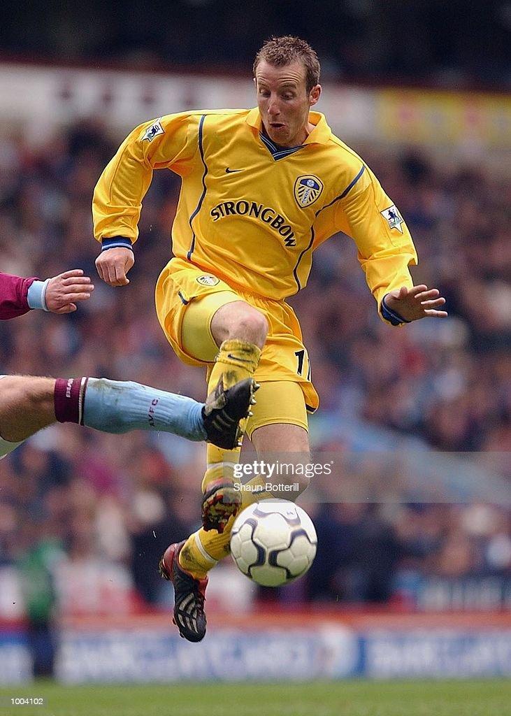 Lee Bowyer of Leeds during the FA Barclaycard Premiership match between Aston Villa and Leeds United at Villa Park, Birmingham. DIGITAL IMAGE. Mandatory Credit: Shaun Botterill/Getty Images