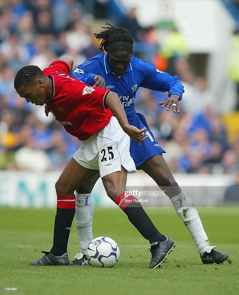 Mario Melchiot of Chelsea tries to tackle Quinton Fortune of Manchester United during the FA Barclaycard Premiership match between Chelsea and Manchester United at Stamford Bridge, London. DIGITAL IMAGE Mandatory Credit: Ben Radford/GettyImages