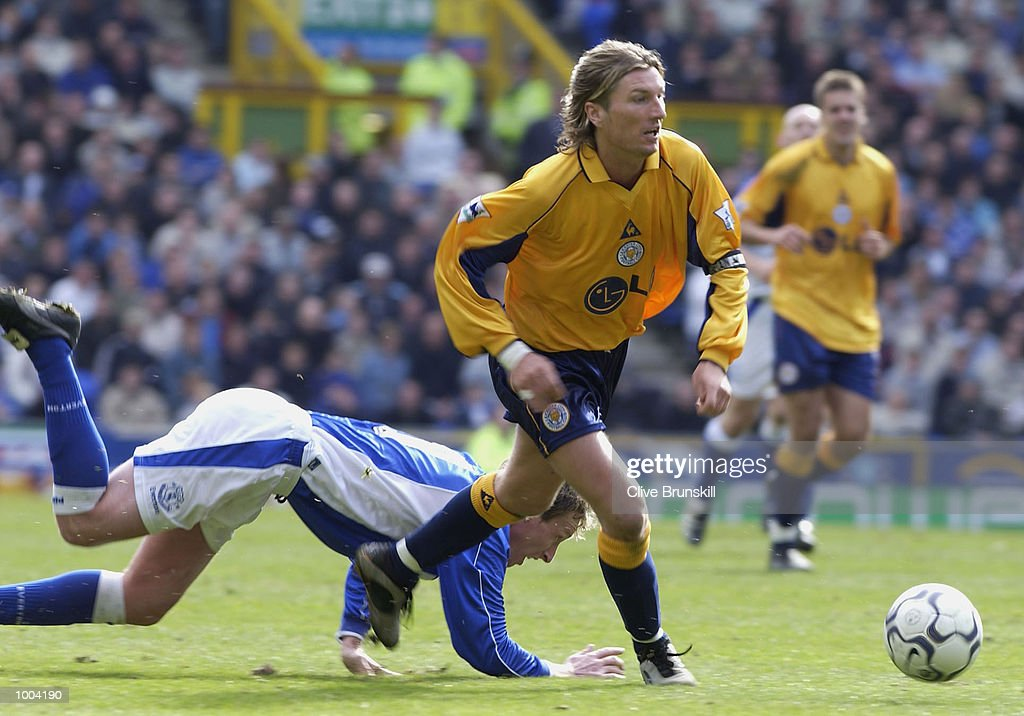 Robbie Savage of Leciester moves away from Steve Watson of Everton during the Everton v Leicester City FA Barclaycard Premiership match at Goodison Park, Everton. DIGITAL IMAGE Mandatory Credit: CLIVE BRUNSKILL/Getty Images