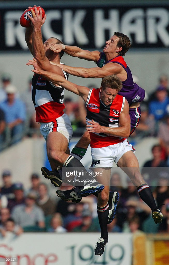 Stewart Loewe #23 for St Kilda takes a strong mark in front of Matthew Car #9 for Fremantle and team-mate Andrew Thompson #4 for St Kilda during the round two AFL match between the Fremantle Dockers and St Kilda Saints played at SubiacoOval in Western Australia.Mandatory Credit: Tony McDonough/Getty Images