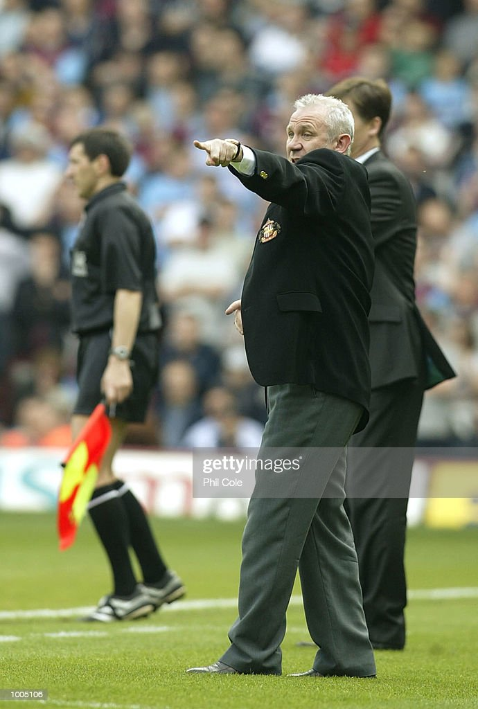 Sunderland manager Peter Reid looks on from the side line during the FA Barclaycard Premiership match between West Ham United and Sunderland at Upton Park, London. DIGITAL IMAGE. Mandatory Credit: Phil Cole/Getty Images