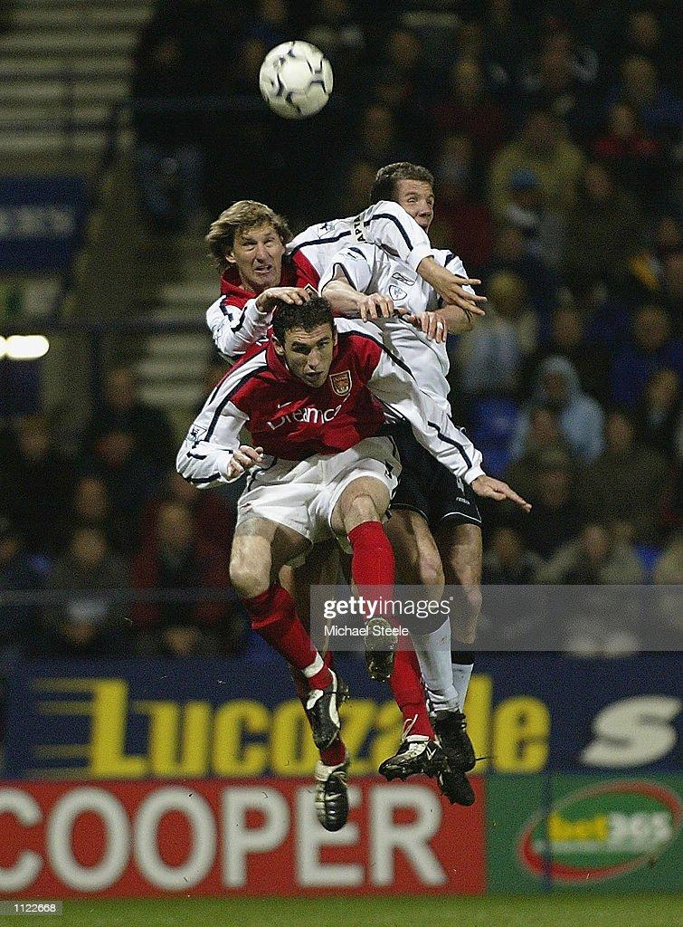 Bolton v Arsenal X : News Photo