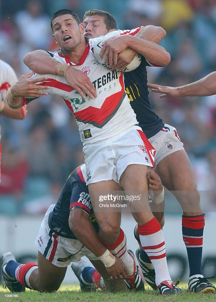 Trent barrett of the Dragons in action during the round 7 NRL match between the St George/Illawarra Dragons and the Sydney Roosters held at Aussie Stadium, Sydney, Australia. DIGITAL IMAGE. Mandatory Credit: Chris McGrath/Getty Images