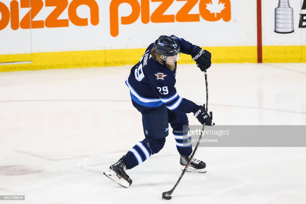 NHL: APR 05 Flames at Jets : News Photo