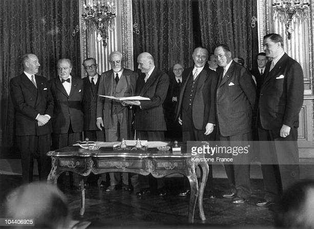 April 18 1951 At the Foreign Affairs Ministry in Paris the representatives of the six European nations meeting for a conference sign the Treaty of...